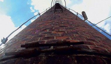 Krása tehlových priemyselných komínov