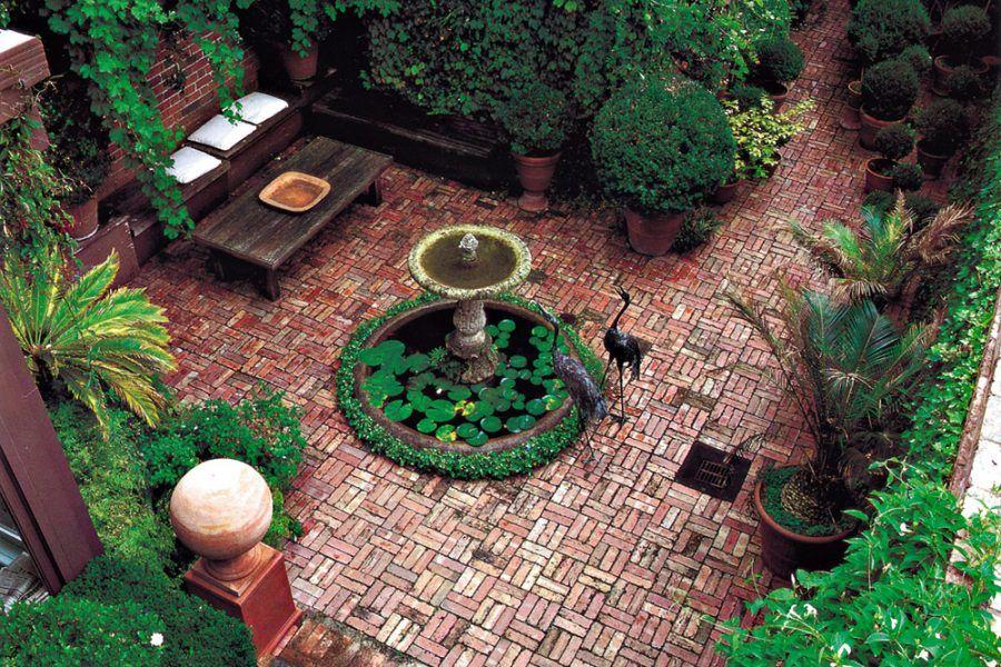 Záhrada na tehlovú tému