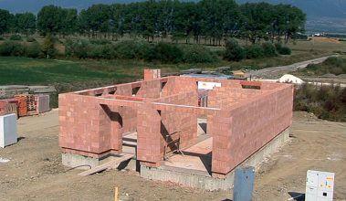 Videoseriál: Stavba domu z tehly – murujeme prízemie