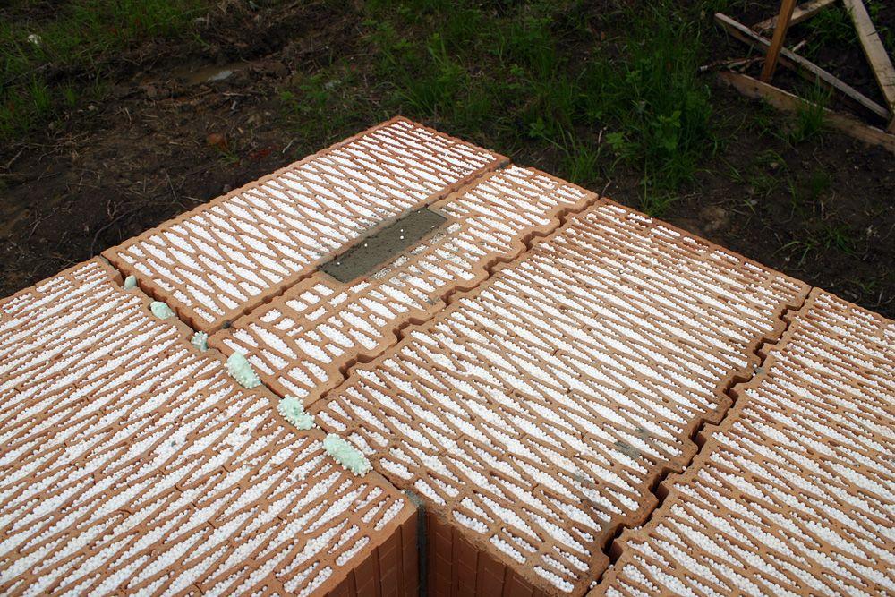 Jednovrstvové obvodové murivo z tehál plnených polystyrénom