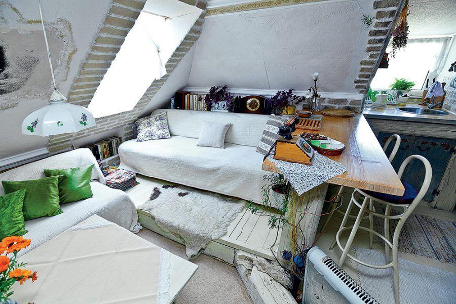 Obývačka v podkroví tehlového domu