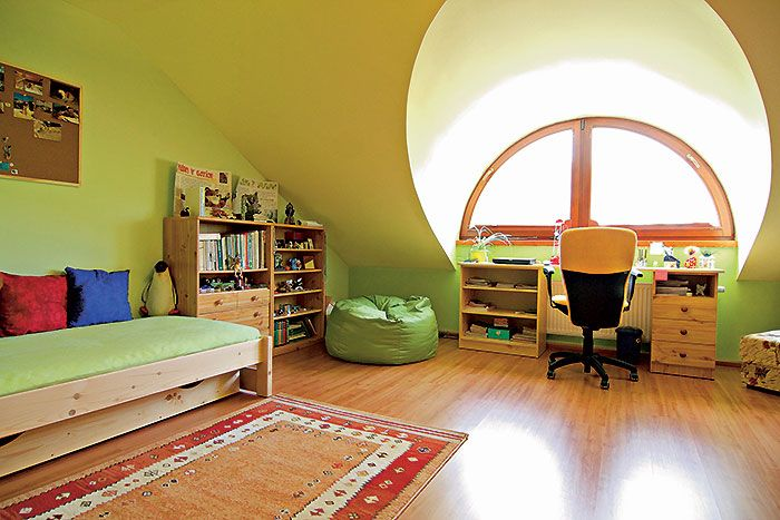 Detské izby v obytnom podkroví poskytujú až prekvapivé množstvo priestoru.