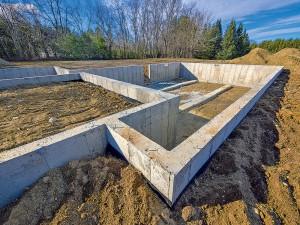 Vodotesný betón sa v súčasnosti teší čoraz väčšej popularite pri výstavbe podzemnej časti rodinných domov.