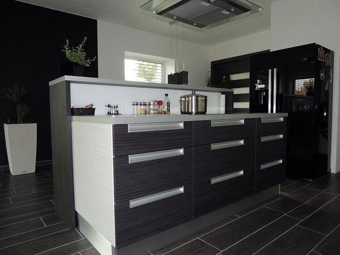 Kuchyňa v čiernobielej kombinácii