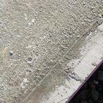 Pohľad na betónovú dosku pred vybrúsením