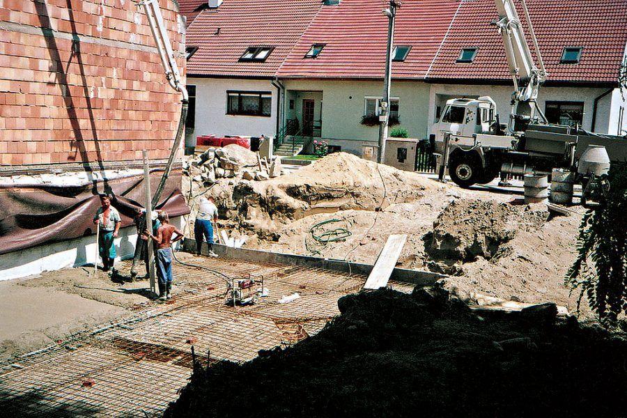 Betónujeme základy garáže