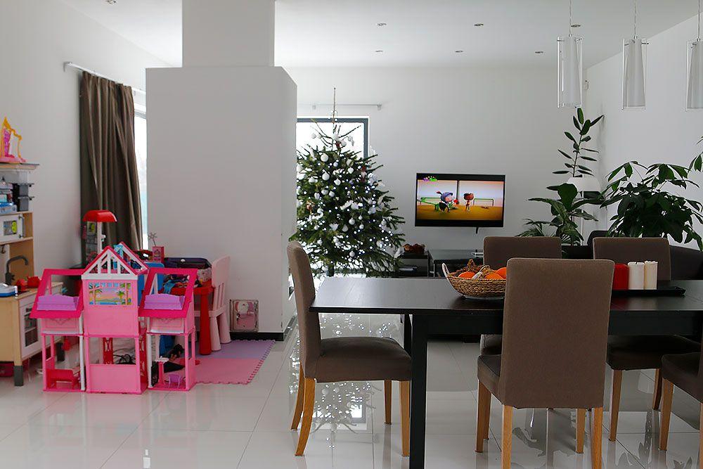 Pohľad na jedáleň a obývačku
