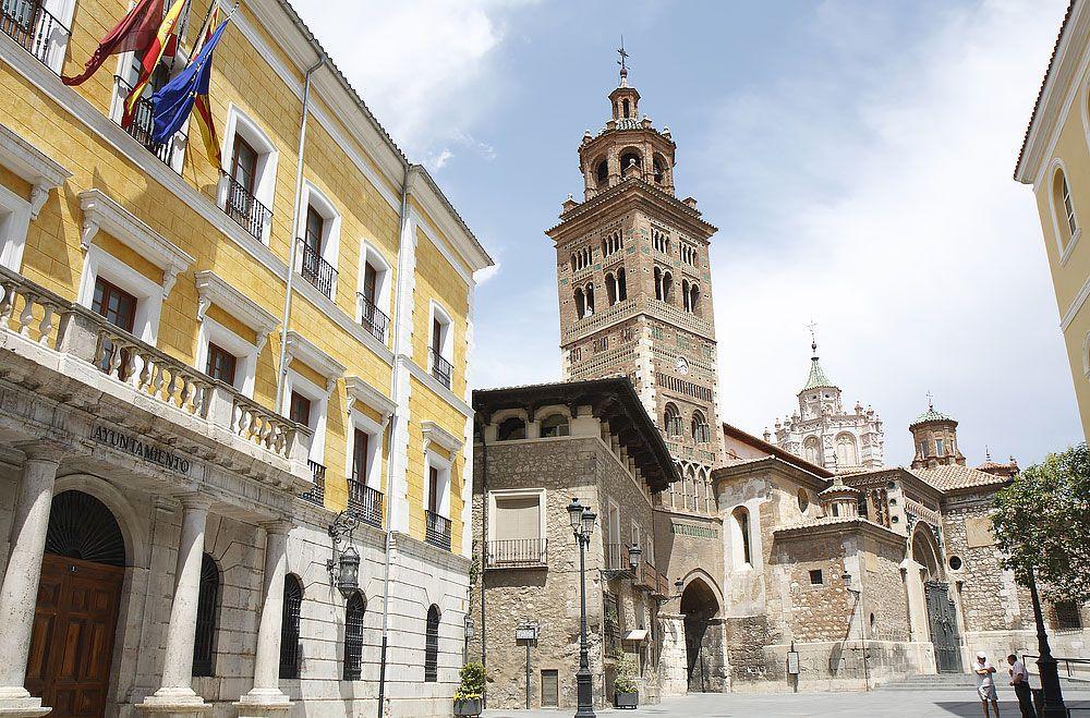 Katedrála Santa María de Mediavilla má vo svojej veži najstaršie svedectvo mudéjarskej architektúry v Terueli. Kupola, ktorá bola na vežu nasadená až v 16. storočí, predstavuje proporciálne dobrý doplnok mudéjarského štýlu.