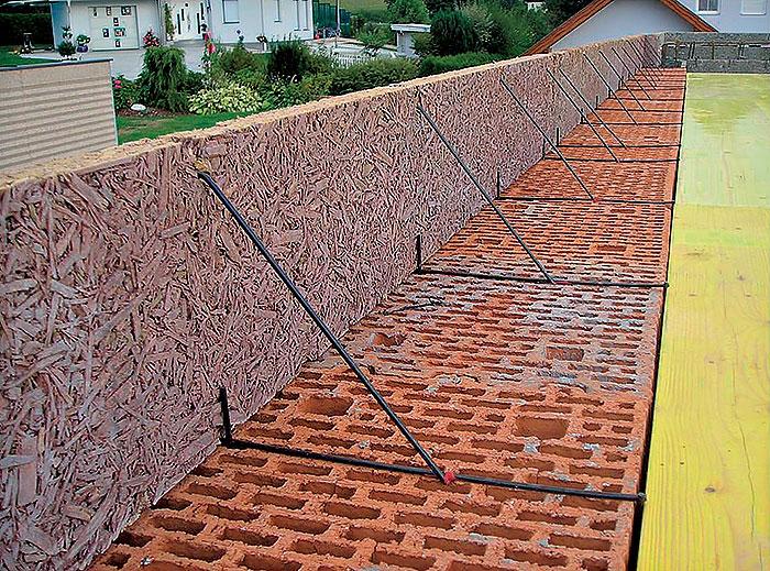 Pripevnenie debnenia vencov stavebnými oceľovými sponami