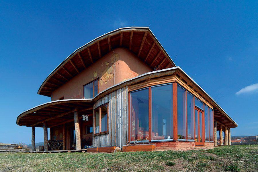 Pozoruhodný dom z nepálených tehál a slamy