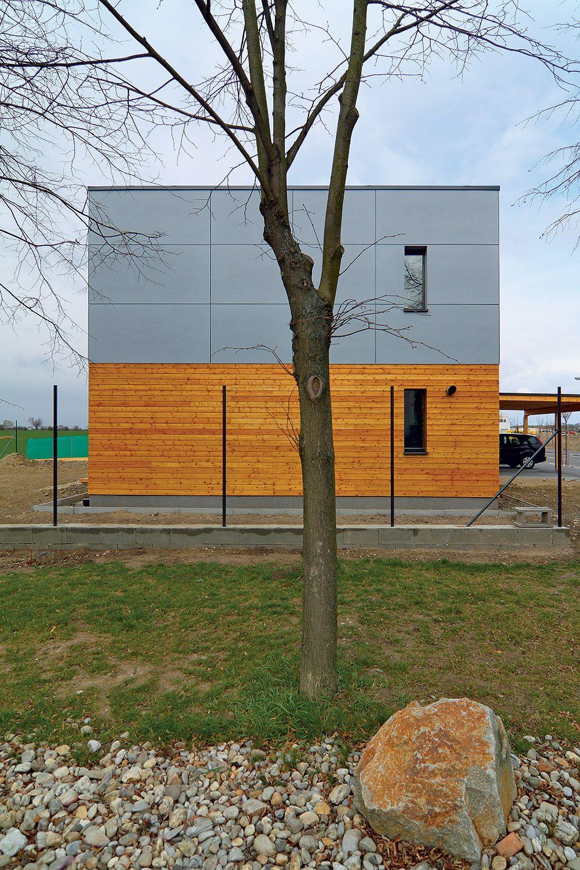 0b533ec98 Ako to už na pasívnych domoch býva, fasáda natočená na sever má len minimum  okien.