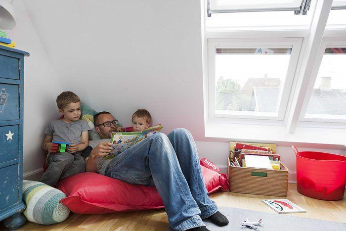 """Na hry aj na učenie. """"Keď deti vyrastú, budú izbu využívať nielen na spanie, ale aj ako herňu. Už teraz je pripravená poskytnúť im zdravé a príjemné prostredie pri hre aj pri učení,"""" konštatuje Anders."""