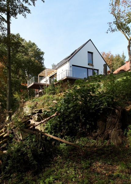 Murovaný rodinný dom s výhľadom na rybník