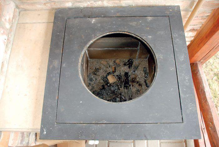 Stredový kruh je vypálený plazmou podľa obvodu kotlíka na guláš, ktorý tam pri varení osadíme. Vhodný (v našom prípade 12-litrový) kotlík sme kúpili.