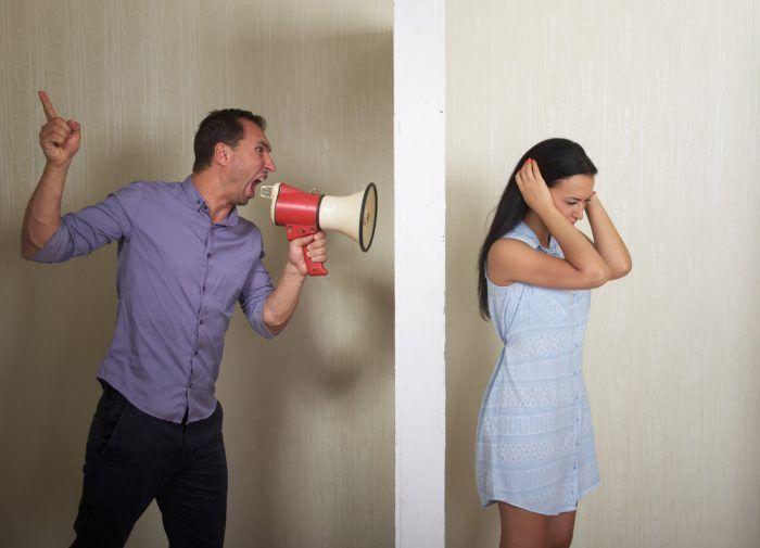 Akustické, čiže zvukovoizolačné steny znižujú hluk prichádzajúci z exteriéru alebo iných miestností.