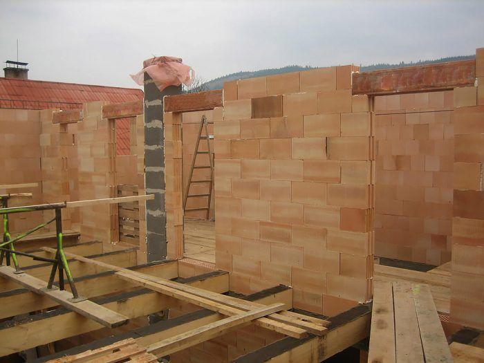 Stavba pasívneho domu z tehál