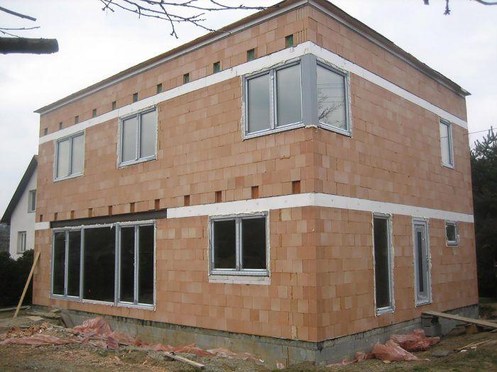 Stavba pasívneho domu z tehál - stav pred zateplením
