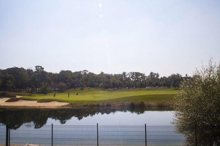 Málokomu sa pošťastí mať výhľad na golfové ihrisko.