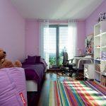 V kontraste so zvyškom domu hýria detské izby farbami a vzormi.