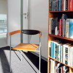 Dánske stoličkové defilé na čele so stoličkovo-mravcovou rodinou podľa vzoru Arne Jacobsena