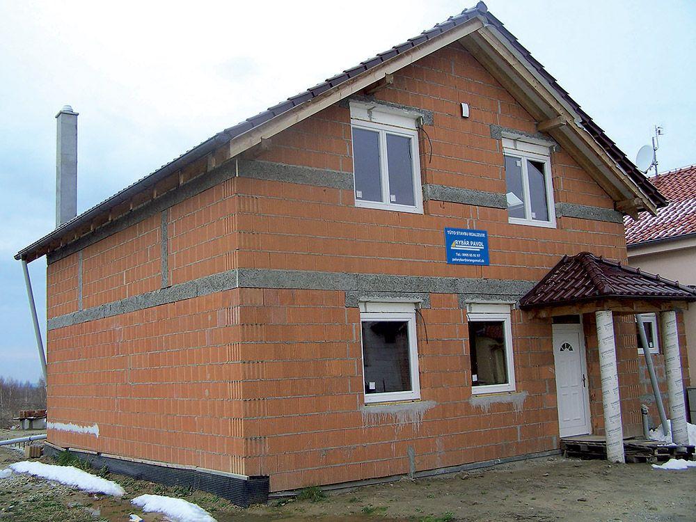Tehlový dom realizovaný stavebnou spoločnosťou Pavla Rybára.