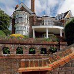 V dome od roku 1910 býval aj známy kritik umenia Roger Eliot Fry – až kým sa nepresťahoval do vlastnej vily v blízkom okolí.