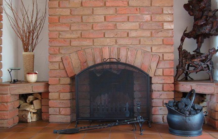 Kozub s ohniskom až na úrovni podlahy