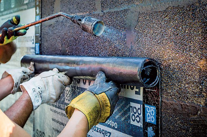 Asfaltované pásy z oxidovaného i neoxidovaného asfaltu sa využívajú hlavne pri izolovaní stavieb proti vzlínajúcej vode.