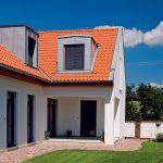 Druhá terasa – menší intímny priestor orientovaný na východ, je v rohu, ktorý vytvára ústie pracovne a spálne.