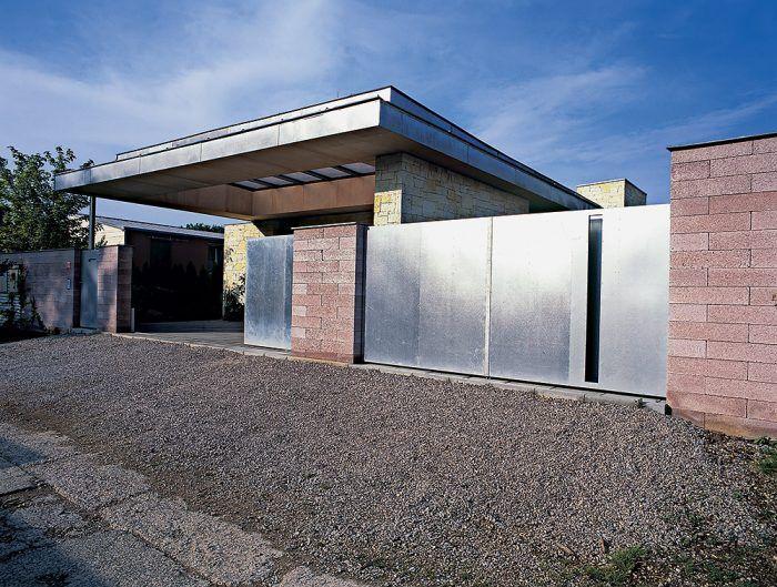Kúpu pozemku je dobré konzultovať s architektom, ktorý pre vás bude pripravovať projekt.