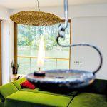 Svietidlá objavili vo Viedni: ona prútené stropné osvetlenie, on stojaciu lampu.