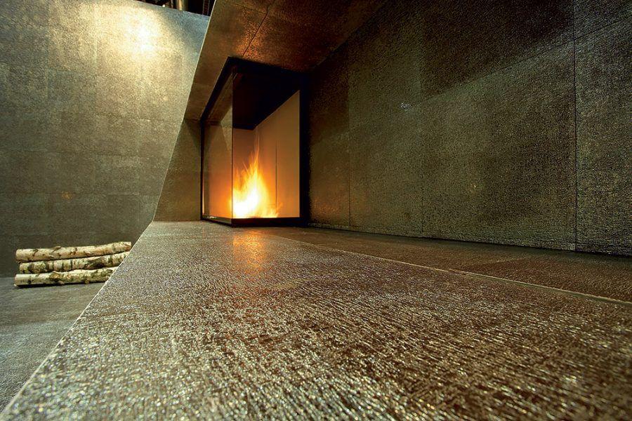 Živý oheň môže horieť aj v kozuboch bez komína, ktoré spaľujú špeciálny bioalkohol. Ten je upravený tak, aby horel žltým plameňom bez dymu a vytváral príjemnú atmosféru. Kozub preteplí domov výkonom 2 – 3 kW. Netreba sa obávať splodín, výsledkom horenia bioalkoholu je oxid uhličitý a voda, teda to, čo človek vydychuje. Kozuby z nehrdzavejúcej ocele sa dajú upraviť matnou alebo lesklou RAL farbou v jemnej alebo hrubej štruktúre. Jeden liter bioalkoholu horí 3 až 6 hodín, podľa typu horáka.
