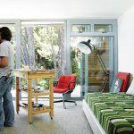Ateliér pána domu mal byť pôvodne hosťovskou izbou. Jeff si ho však obľúbil, má tu ničím nerušený pokoj na maľovanie.