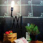 Efektný kalendár nakreslený na stene slúži na zaznamenanie dôležitých udalostí a eventov, ktoré sa konajú v kaviarni alebo v okolitých spríbuznených podnikoch.