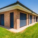 Majitelia mysleli na zabezpečenie tienenia už vo fáze projektovania domu.