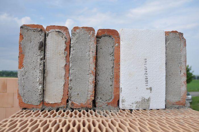 Na obvodové murivo sa osadí jeden preklad z exteriérovej strany a tri preklady z interiéru. Do voľného priestoru medzi osadené preklady sa vloží tepelná izolácia s rovnakou výškou, akú majú preklady, a hrúbkou, ktorá zodpovedá šírke medzery.