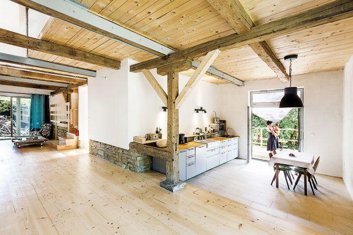Veľká kuchyňa s priamym vstupom na terasu je ideálna na menšie oslavy.