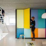 Farby v službách interiéru. Pieter a Lot sa rozhodne neboja farieb – práve vďaka nim dodali svojmu domu výnimočnosť.