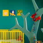 Podľa potrieb detí sa bude meniť detská izba – zatiaľ je to jeden veľký priestor, úžasný na spoločné hry, avšak pripravený na to, že ho neskôr rozdelia na dve polovice.