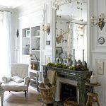 Najhonosnejšou miestnosťou v dome bol odjakživa salón, typický pre vtedajšie meštianske sídla – vysoké stropy, steny s honosnou štukovou výzdobou, dubové parkety a mramorový kozub. Chantal ho zariadila nábytkom, ktorý pripomenul dávny lesk zašlých čias. V doplnkoch popustila uzdu svojej kreativite a dopriala si radosť aj zo súčasných nezvyčajných predmetov, pre ktoré má slabosť.