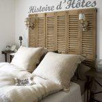 Vďaka striedmej farebnosti, prírodným materiálom, ktorým dominuje drevo a ľan, a niekoľkým tradičným doplnkom je hosťovská izba dokonalým obrazom pokoja.