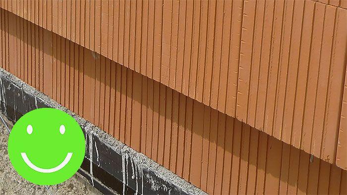 Ak si ale dáme záležať alebo založenie prvého radu prenecháme profíkom, je na vymurovanú tehlovú stenu radosť pozerať, nie?