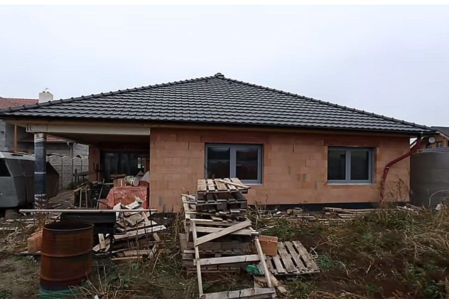 Nízkoenergetický bungalov bez zateplenia – VIDEO