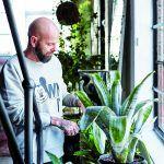 Oázu s bujnou zeleňou v tomto industriálnom priestore dokázal Rupert vytvoriť vďaka svojej záľube v záhradkárčení.