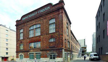 Pekáreň Ankerbrot AG bola vo svojom období najväčšou v Európe, pričom dnes túto zašlú slávu pripomínajú staré tehlové fasády budov, ktorých história sa datuje až do 90. rokov 19. storočia.