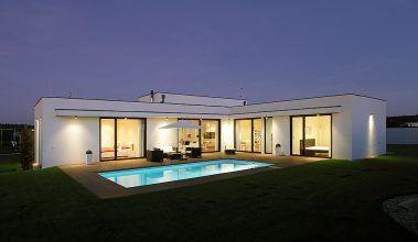 Praktický dom v tvare L