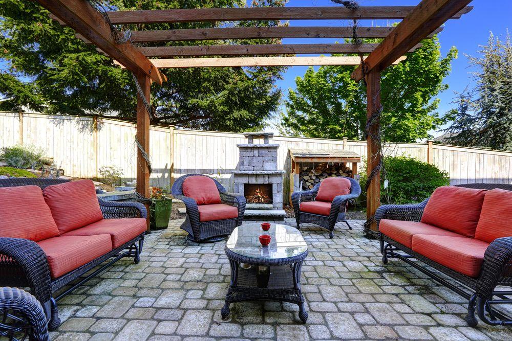 Kozub by mal byť súčasťou terasy alebo priestoru určeného na stolovanie. A ako si ten priestor zariadite, je na vás. Môžete zvoliť aj takéto extravagantné posedenie.