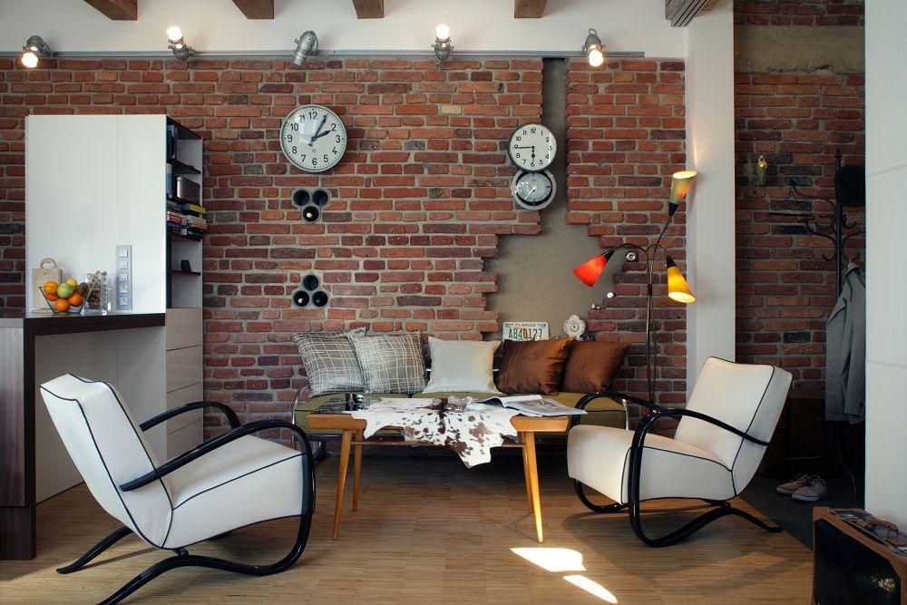 Vinotéka v stene vznikla ako improvizované využitie nefunkčných komínových prieduchov.