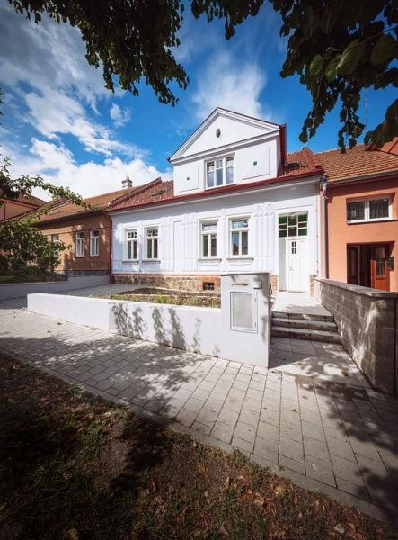 Zámerom architektov bolo, aby prepojenie nového a pôvodného bolo kontrastné a na prvý pohľad jasné.