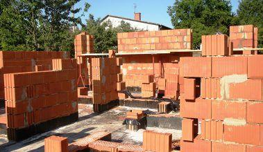 Ako postaviť steny pasívneho domu spojpomocne?
